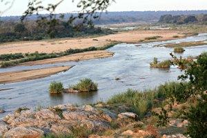 Crocodile River zwischen Krüger Park (hinten) und Marloth Park